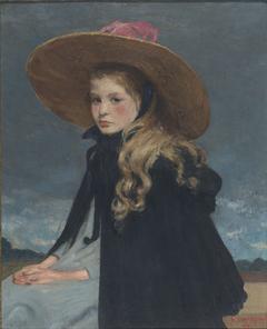 Henriette with large hat