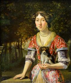 Portrait d'une jeune femme tenant un petit chien