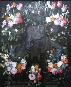 Guirlande de fleurs avec l'apparition de la Vierge-à-l'Enfant à St Léopold