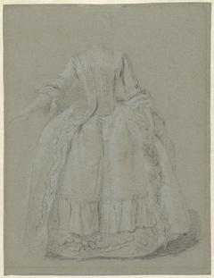 Studie van een staande dame met een hand rustend op haar rok, de andere iets geheven