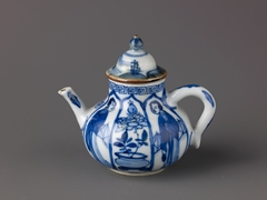 Small wine pot or teapot with a lid