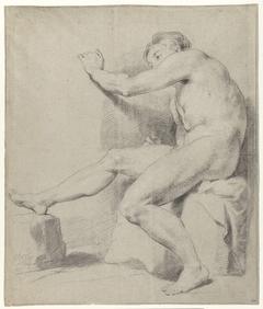 Zittend mannelijk naakt, naar links
