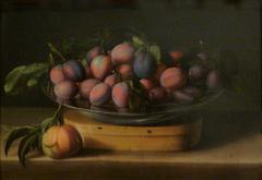 Plat de prunes sur boite à copeaux