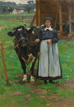 Bäuerin mit Kuh vor offenem Stall
