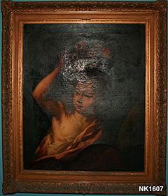 Een kind met een fruitmand op het hoofd