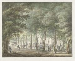 Gezicht in de Haarlemmerhout, met een menigte mensen voor het Heerenlogement