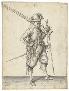 Soldaat die zijn musket op zijn schouder draagt