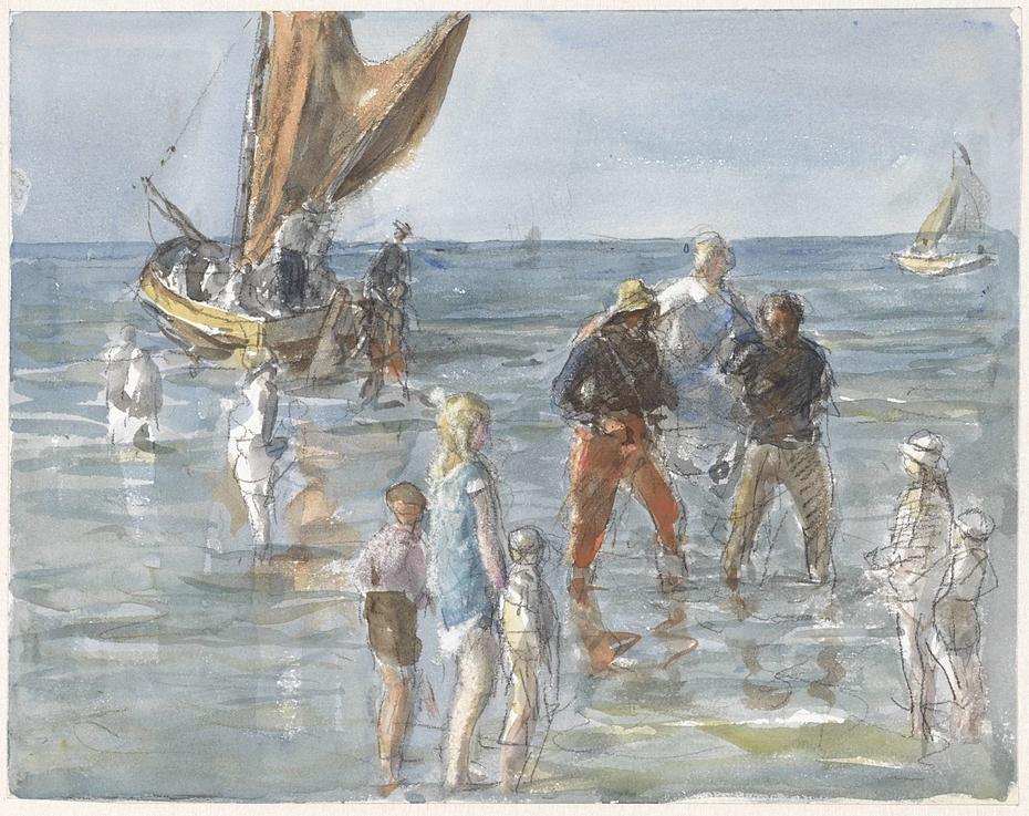 Dame wordt door twee vissers van een boot naar het land gedragen