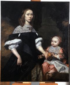 Portret van een jonge vrouw met kind